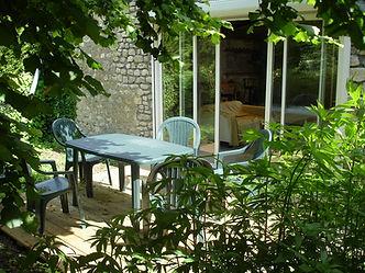 Terrasse en bois ombragée