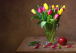 A vase full of colourful tulip flowers