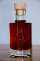 Petite bouteille gravée avec logo entreprise.