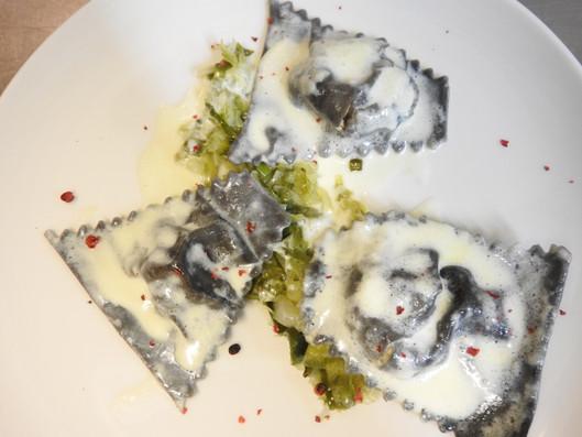 Ravioles maison saumon fumé et fondue de poireaux