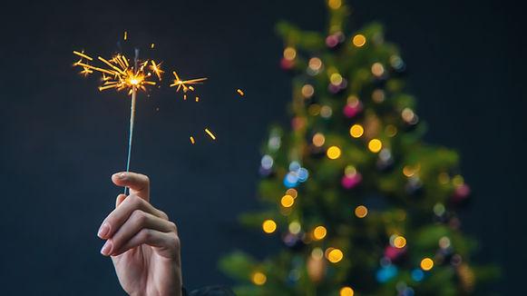 бенгальская свеча и елка.jpg