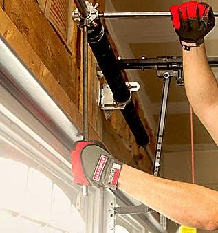 Porte-Garage-Door-Technician_edited.jpg