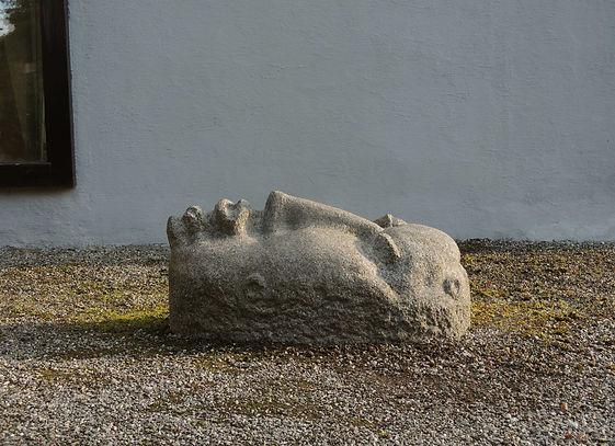 hode.stein,syenitt 50x48x95cm..jpg