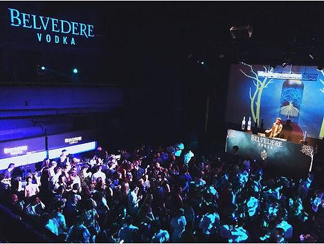 Yon en la fiesta Belvedere vodka
