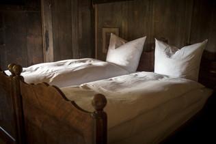 Hüsler Nest-Betten in historischen Bettrahmen