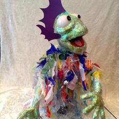 Plastic zeemonstertje - bekpop - plastic seadevil hand and rod puppet
