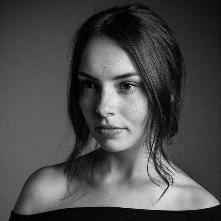 Photographer: Christian Steinmetz; Model: Kristin
