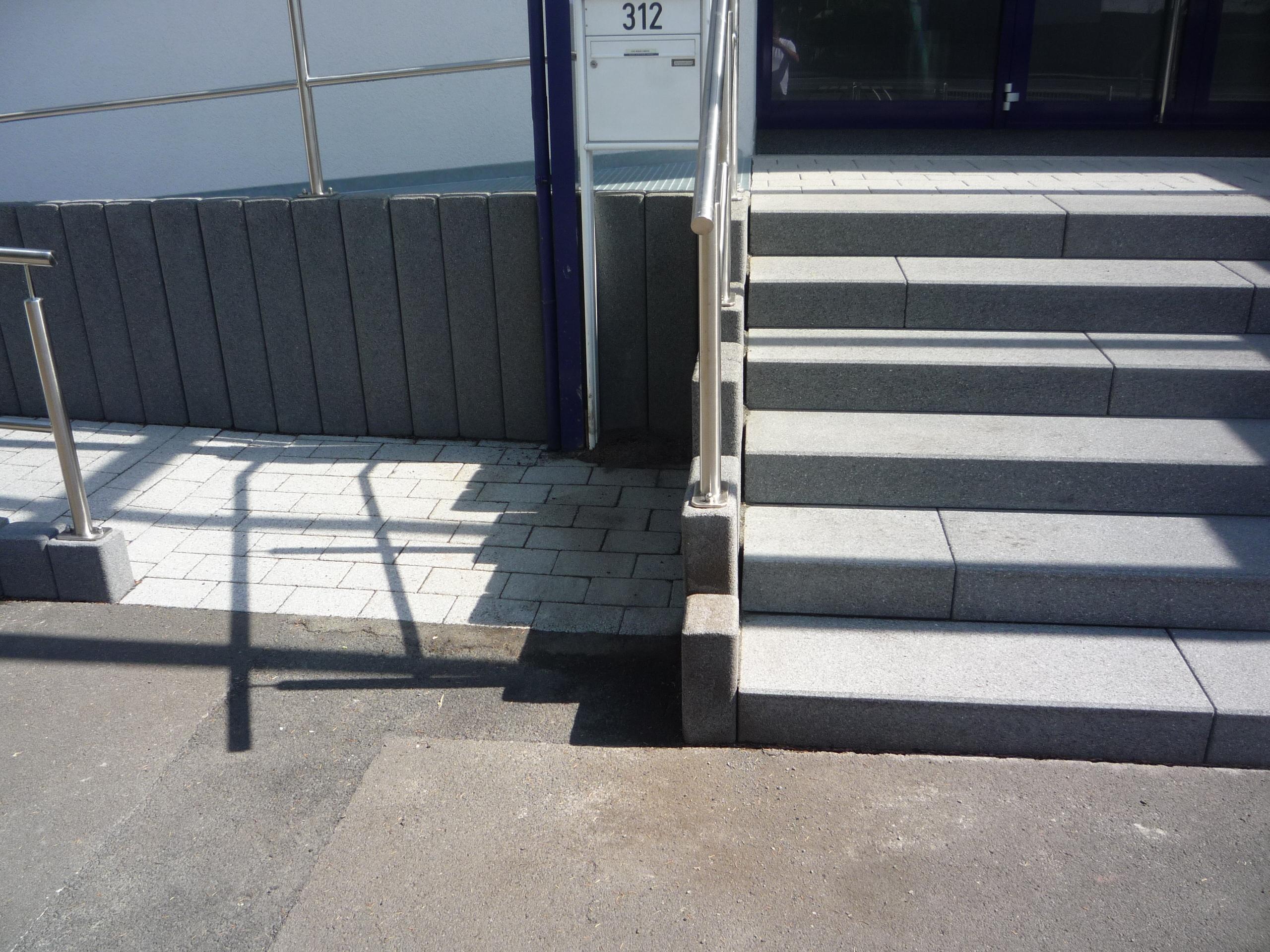 Außentreppen, barrierefreier Eingang