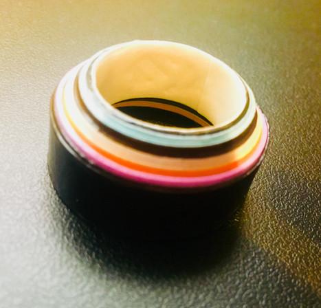 טבעת עשויה נייר צבעוני