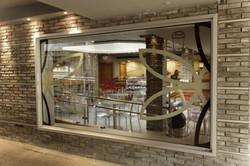 עיצוב רפי על חלל המסעדה
