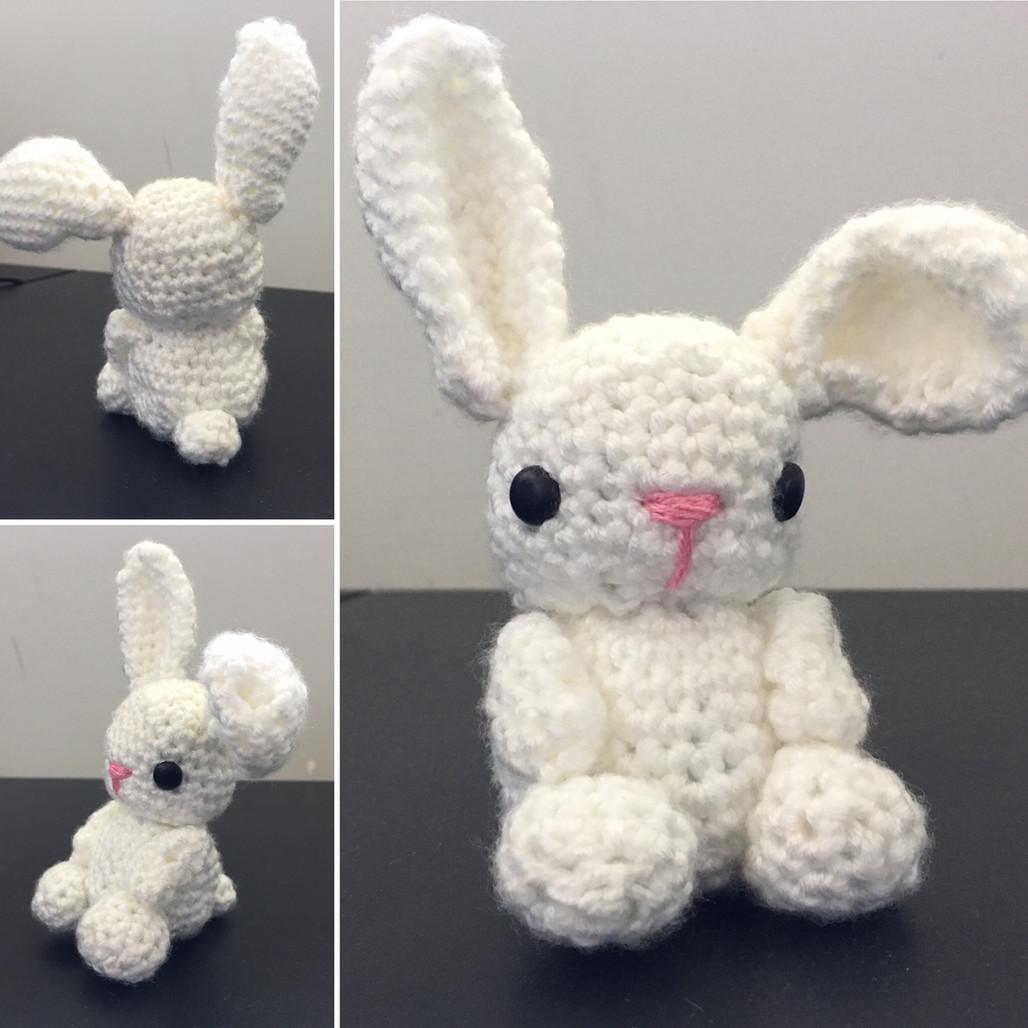 אמיגורומי - בובת ארנבת סרוגה במסרגה אחת