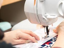 ミシンで裁縫