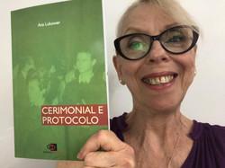 Ana Lukower é autora do livro Cerimonial e Protocolo Uma referência prática com linguagem acessível