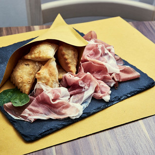 g Gnocco Fritto Con Crudo Di Parma.jpg