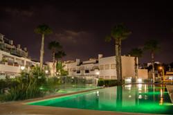 Nattbilde ved basseng