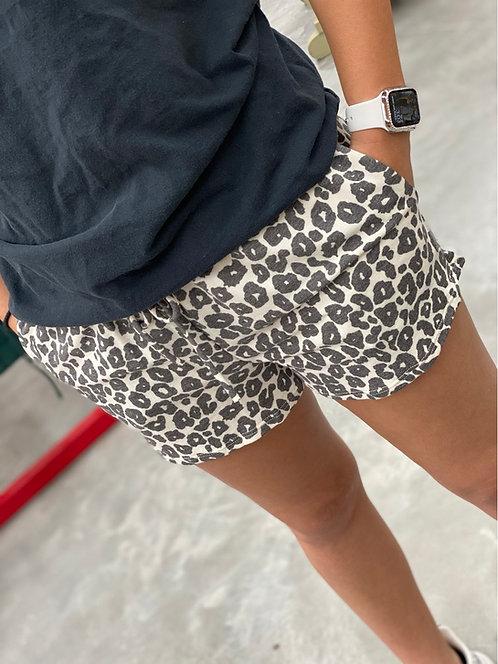 Leopard drawstring knit shorts