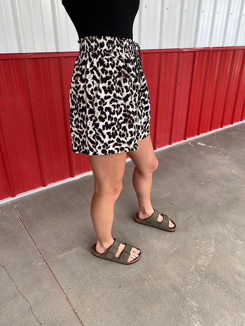 Elastic High Waist Leopard Front Pocket Shorts