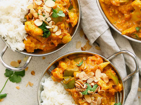 Healthy One-Pot Cauliflower and Chickpea Curry