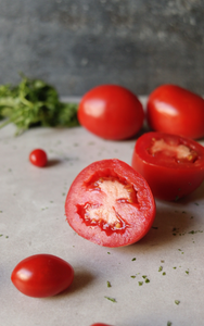 cinnamaldehyde in tomatoes is a rosacea trigger