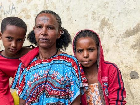 """Se necesita """"voluntad política"""" para salvaguardar a 82.4 millones de personas desplazadas: ACNUR"""