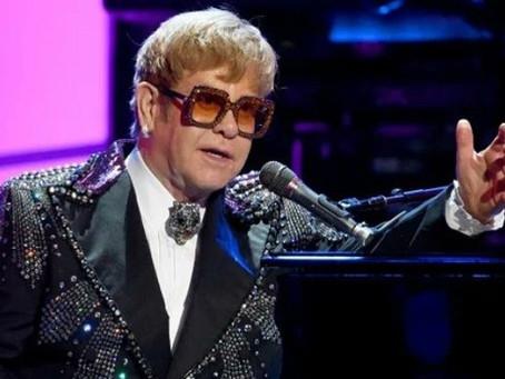 Elton John se encuentra festejando 74 años de vida con seis canciones nuevas