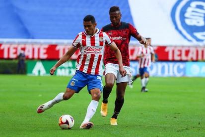 Chivas se conforma con el empate frente a los diablos rojos del Toluca