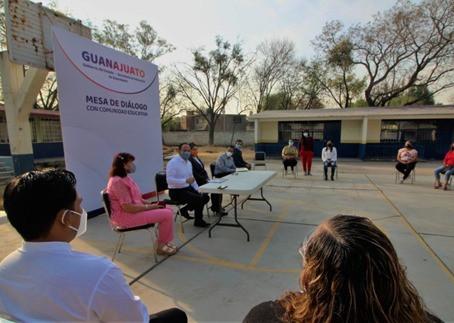 Realiza Secretario de Educación visita a escuelas de Irapuato y Salamanca