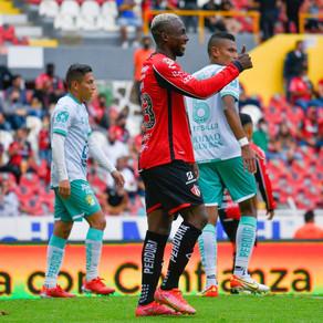 Atlas sigue sumando puntos ahora al derrotar a León por 2-0