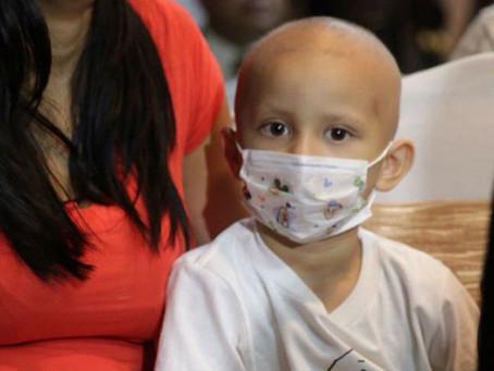 """Padres de familia de niños con cáncer exigen """"Quimios Sí"""" para sus hijos"""