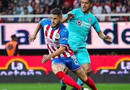 Cruz Azul visita a Chivas y las hunde más con marcador final de 2-1