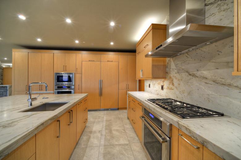 13-Connoisseur's Kitchen.jpg