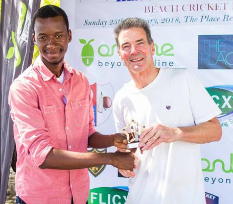John Hunt wins Spirit of Cricket Award