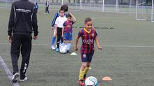 De voetbalschool biedt heel het seizoen (2015-2016) door trainingen aan!