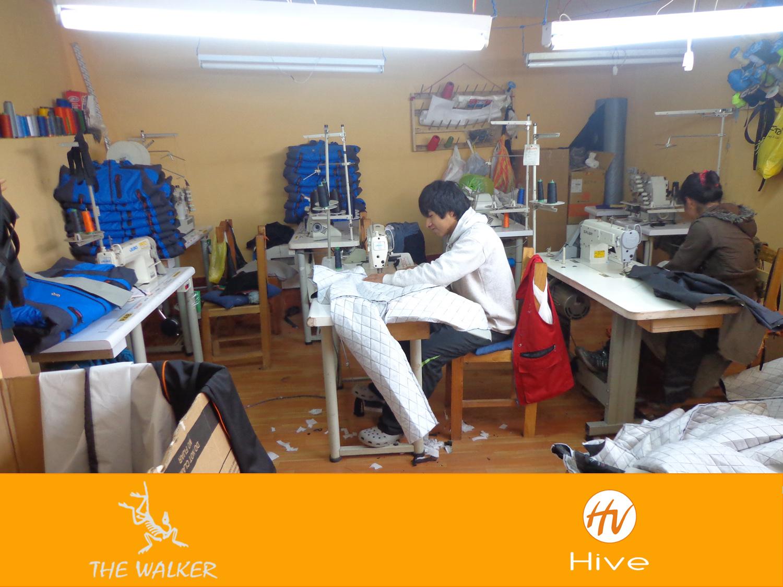 taller de producción de the walker  de casacas impermemeables.jpg