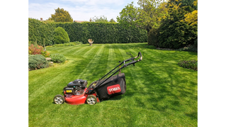 MAY 2019 - First week with the new Toro mower and so far so good - www.paulslawns.co.uk