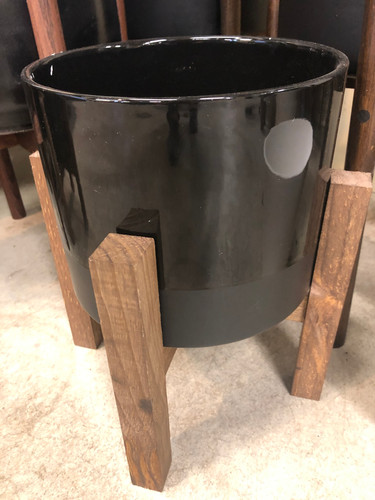 #1 Medium pot stand included