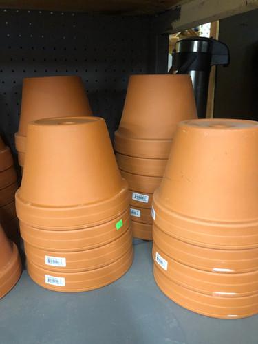 #73 Asst sizes terracotta pots