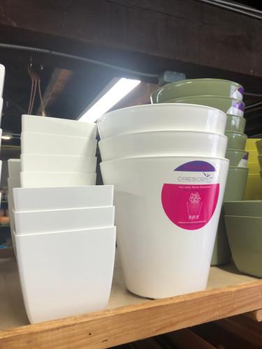 #48 Smaller pots asst sizes plastic