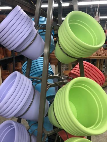 #21 Asst sizes plastic pots