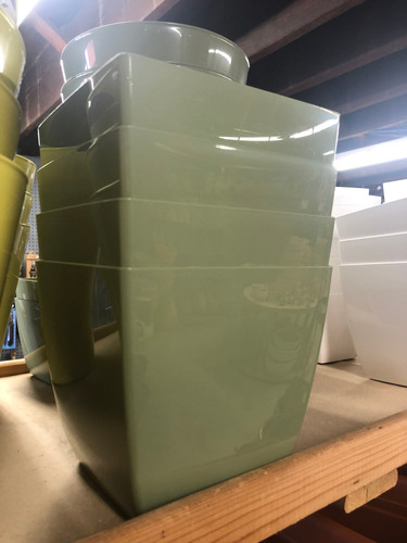 #15 Smaller asst sizes Plastic pots