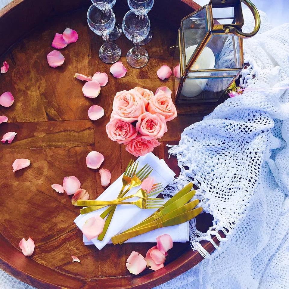 rosechaki table