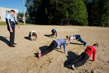 Бьем песок