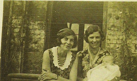 Dorothy Haywood & Kitty Knapp with baby Cathy Holmes
