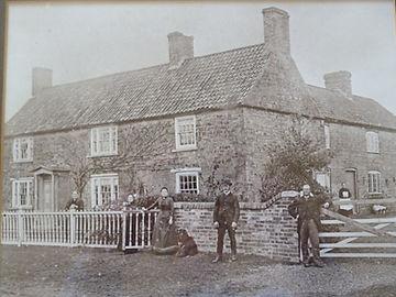 The Rowbotham family outside Green Lodge c. 1900.JPG