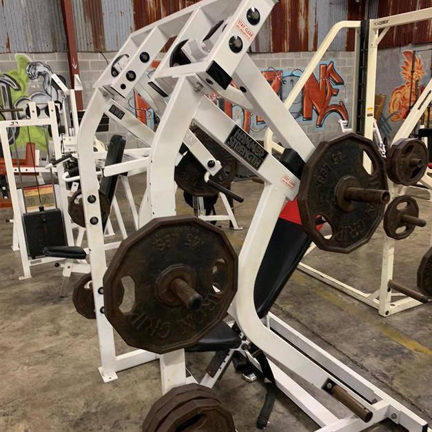 SHOULDERS: Hammer Strength Plate Loaded