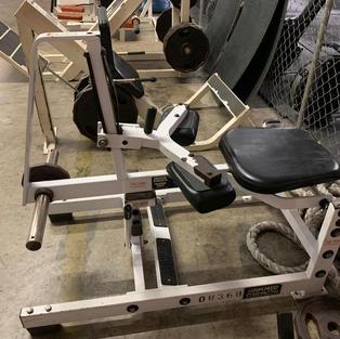 LEGS: Hammer Strength Plate Loaded Seate