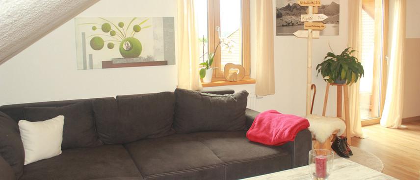 großes Sofa, auch als Schlafgelegenheit ausziehbar