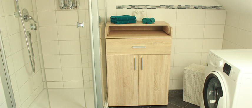 große Dusche, Wickeltisch, Waschmaschin