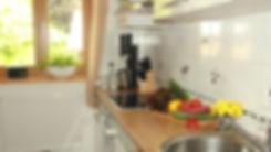 komplett_ausgestattete_Küche_mit_Backof