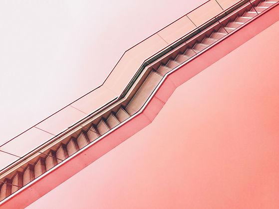 Escalera de color rosa